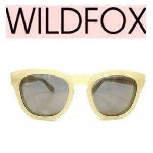 ⭐️🎀Wildfox Cream Classic Sunglasses with case⭐️🎀